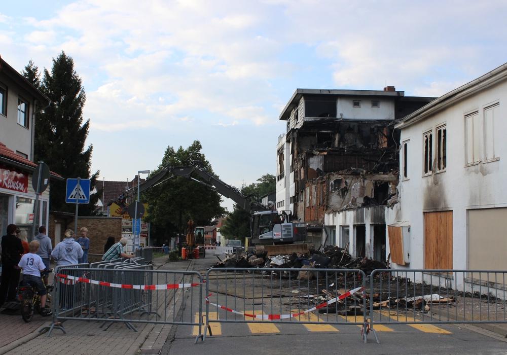 Anwohner in Bündheim munkeln, dass das Gebäude nicht zufällig abbrannte. Foto: Anke Donner