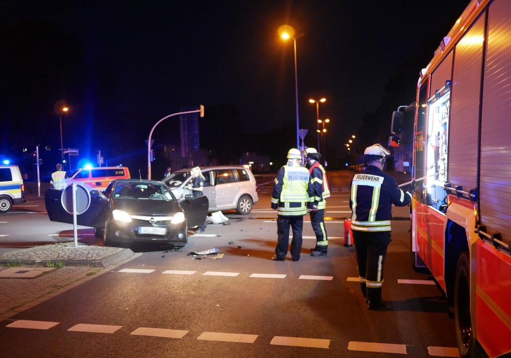 Die Feuerwehr war schnell am Unfallort. Fotos: Alexander Panknin