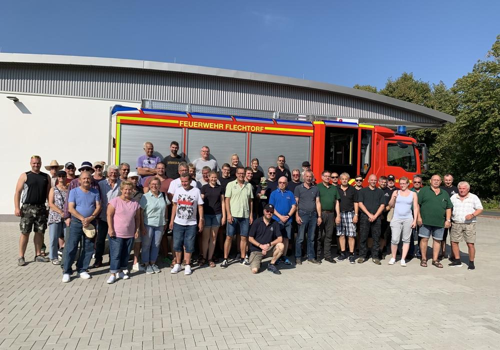 Die Teilnehmer der Wettbewerbe zu Gast bei der Feuerwehr in Flechtorf. Foto: Feuerwehr Flechtorf