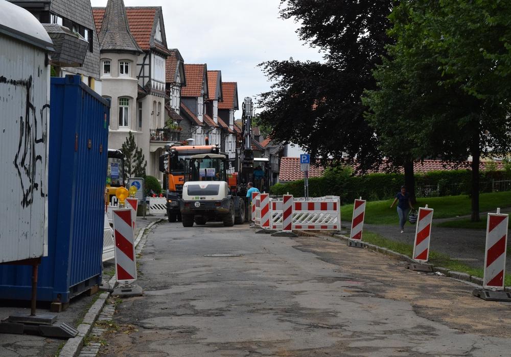 Der Parkplatz an der Kötherstraße bleibt auch nach den Bauarbeiten für die Frischwasserleitung Stellplatz für Baumaterial und Container. Foto: Stadt Goslar