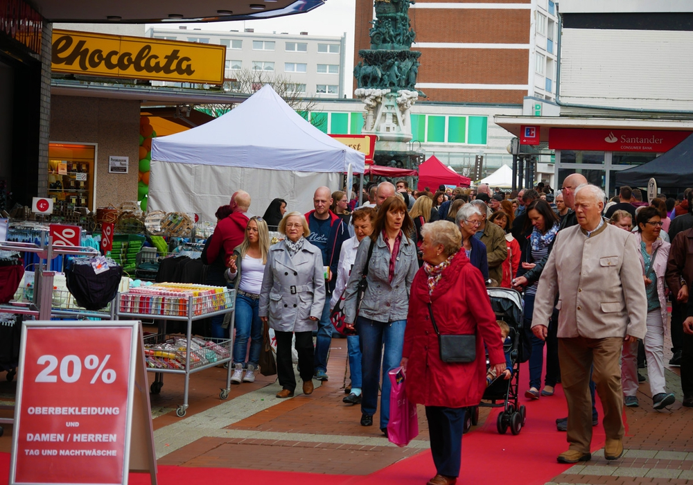 Rote Teppiche für ein außergewöhnliches Shopping-Erlebnis. Foto: Alexander Panknin