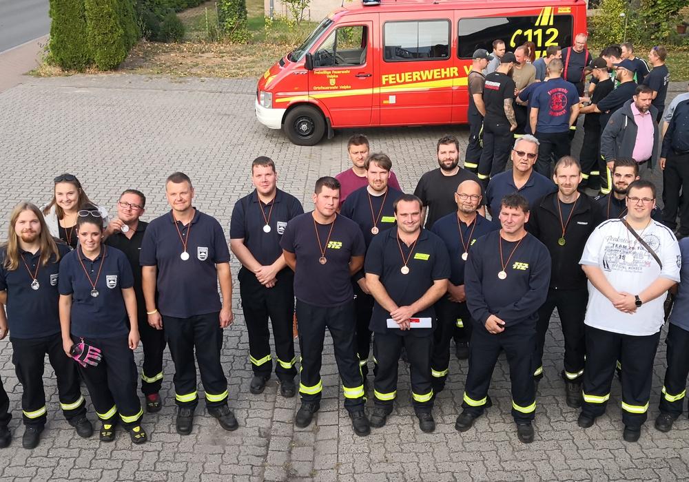 Gruppenfoto bei der Funk- und Fahrübung. Foto: Feuerwehr
