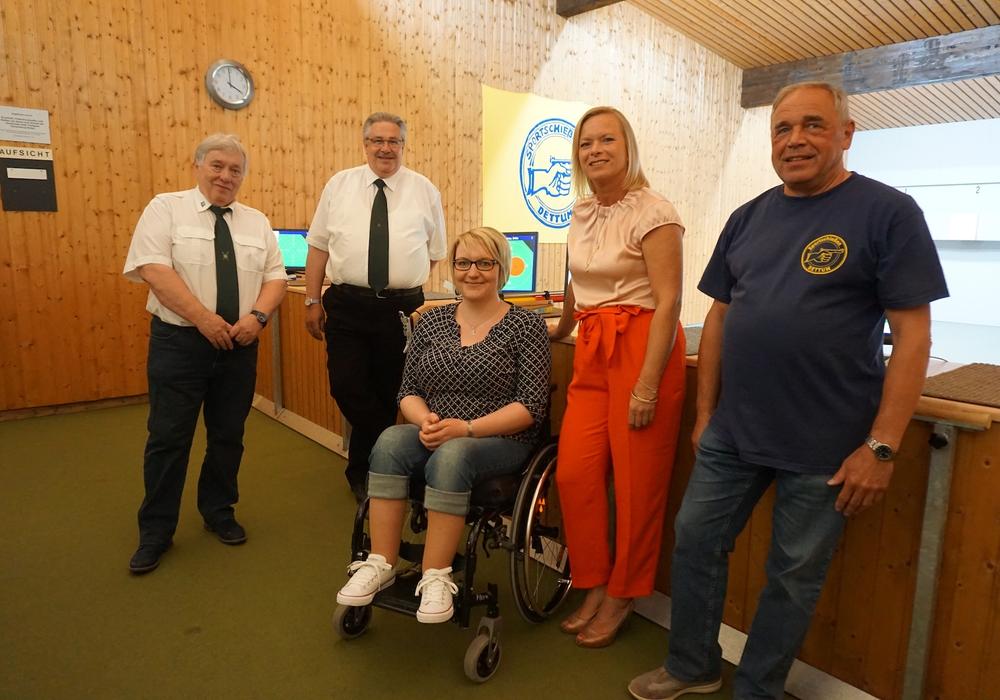 Von links nach rechts: Werner Sperr (Kreissportleiter), Bernfried Keye, Britta Brentrop, Dunja Kreiser, Volker Nesbor. Foto: Wahlkreisbüro Dunja Kreiser MdL