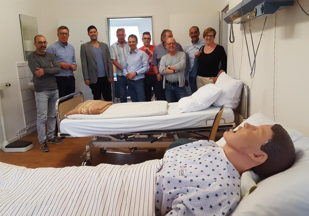 Der SPD-Ortsverein Seesen informierte sich über die Ausbildung der angehenden Pflegekräfte. Foto: Asklepios