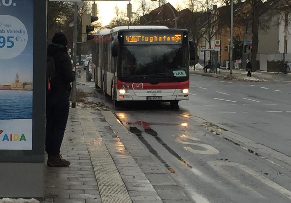 Der Öffentliche Personennahverkehr (ÖPNV) in Niedersachsen wird in diesem Jahr mit Millionen-Investitionen durch die SPD-geführte Landesregierung weiter gestärkt. Symbolfoto: Robert Braumann