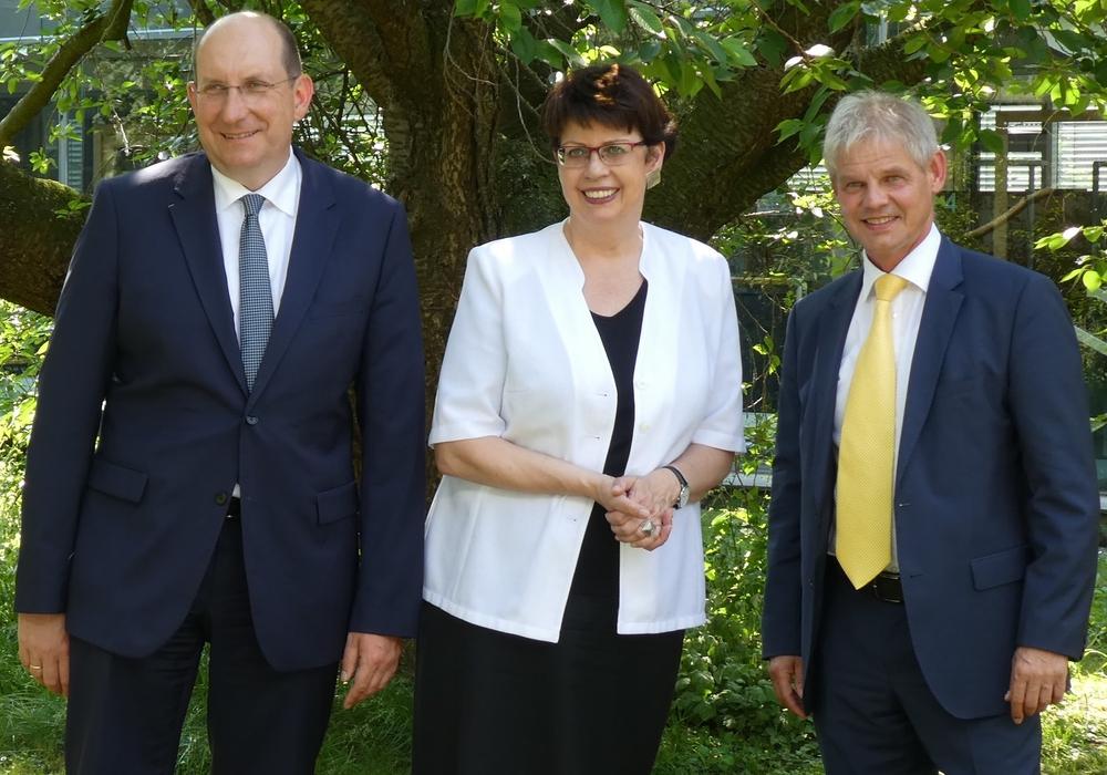Von links: Landesbeauftragter Matthias Wunderling-Weilbier, Regionalministerin Birgit Honé und Oberbürgermeister Frank Klingebiel. Foto: Stadt Salzgitter