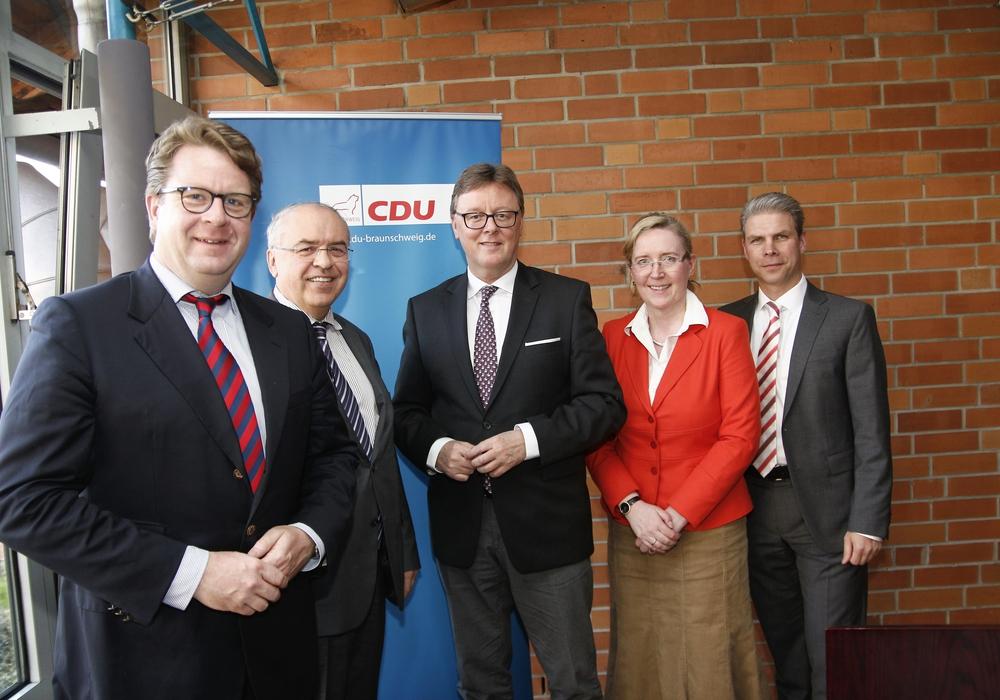 Die CDU hielt ihren Kreisparteitag in Braunschweig ab. Carsten Müller,Dr.Burkhard Budde, Michael Grosse Brömer,Dr.Stefanie Franke und Dr.Sebastian Vollbrecht nahmen an der Versammlung teil. Foto: Siegfried Nickel