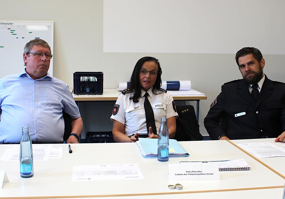 Erster Stadtrat Burkhard Siebert (li.), Petra Krischker, Leiterin der Polizeiinspektion Goslar und Daniel Dahlke bei der Pressekonferenz. Fotos und Podcast: Alexander Dontscheff