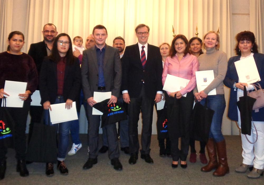 Der Landrat begrüßte zwölf neue Mitbürger. Foto: Landkreis Gifhorn