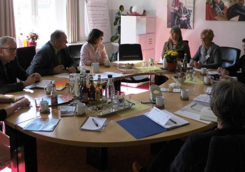 Zu den ausführliche Beratungen im Hospiz-Verein kamen CDU-Politiker und Ehrenamtliche zusammen. Foto: Andreas Meißler