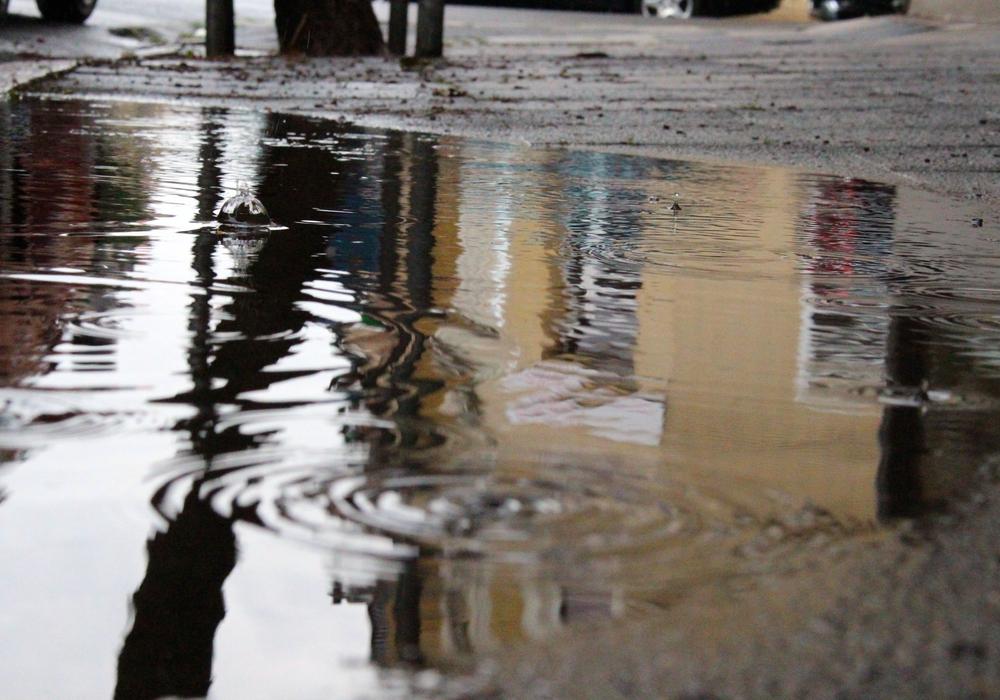 Erhebungsbögen zur Einführung der Niederschlagswassergebühr können bis zum 31. März abgegeben werden. Symbolbild: Sina Rühland