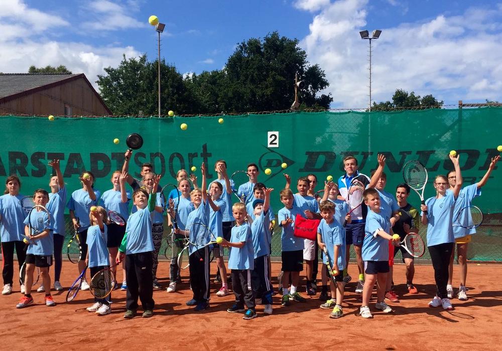 Das MTV-Trainerteam um Chefcoach Timour Dick freute sich wieder über ein gelungenes Tennis-Sommercamp. Foto: Privat