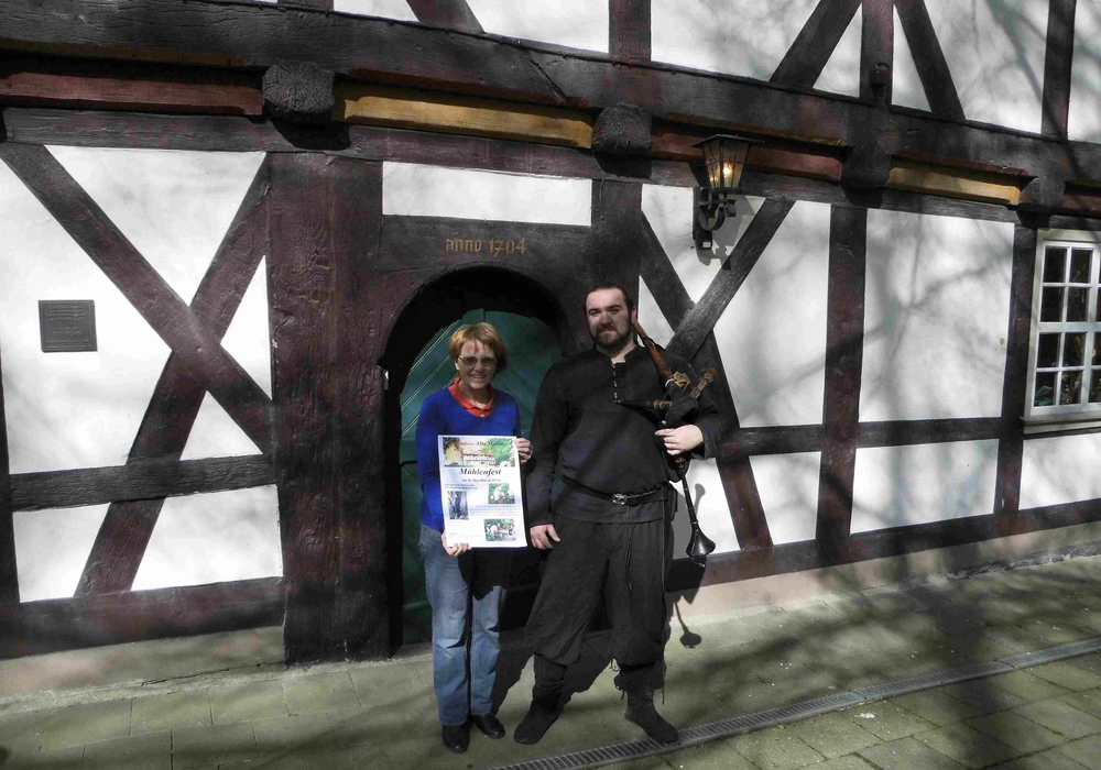 Fördervereinsvorsitzende Dorothee Schacht freut sich mit Nils Schacht auf das diesjährigen Mühlenfest. Foto: Privat
