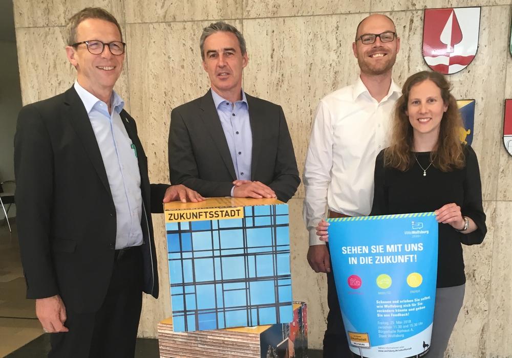 Stellten das Programm für den 25. Mai vor (von links): Oberbürgermeister Klaus Mohrs, Ralf Sygusch, Andre Nissen und Vera Ptacek. Foto: Stadt Wolfsburg