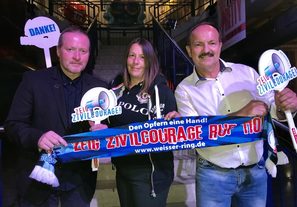 Joey Kelly, Jill Wildmann, Günter Koschig. Foto: WEISSER RING