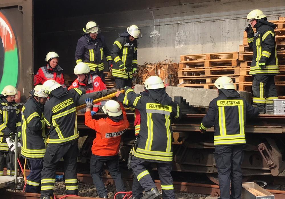 Gleich mehrere Einsatzszenarien wurden geübt. Fotos: Feuerwehr