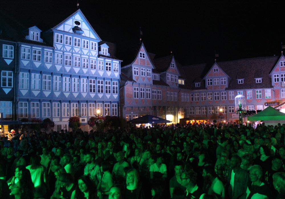 Das Altstadtfest in Wolfenbüttel sorgte schon an den ersten beiden Tagen für Stimmung bei den vielen Besuchern. Fotos: Anke Donner/Robert Braumann, Max Förster, stadt Wolfenbüttel