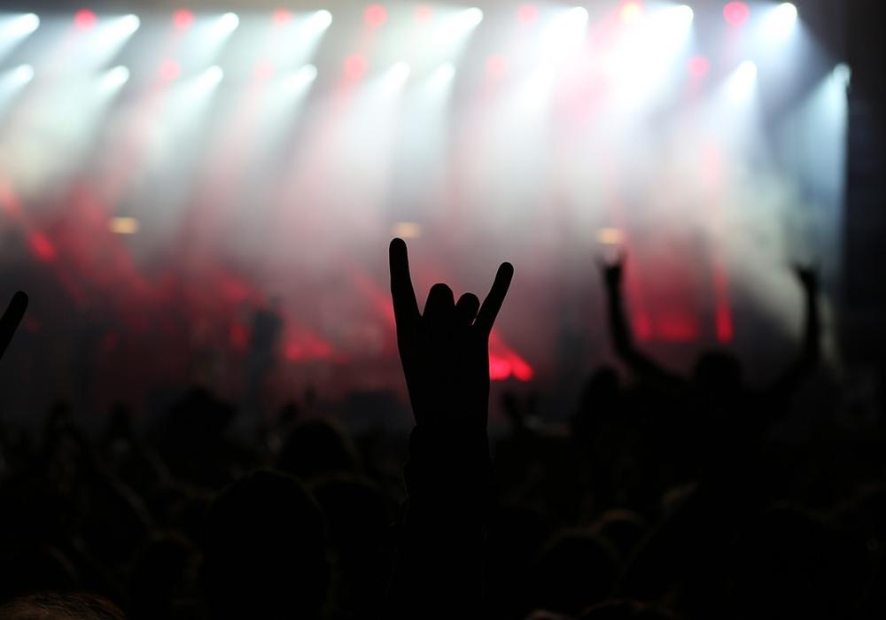 Rock konzert, metal, band, devil, pommesgabel, symbolbild: pixabay