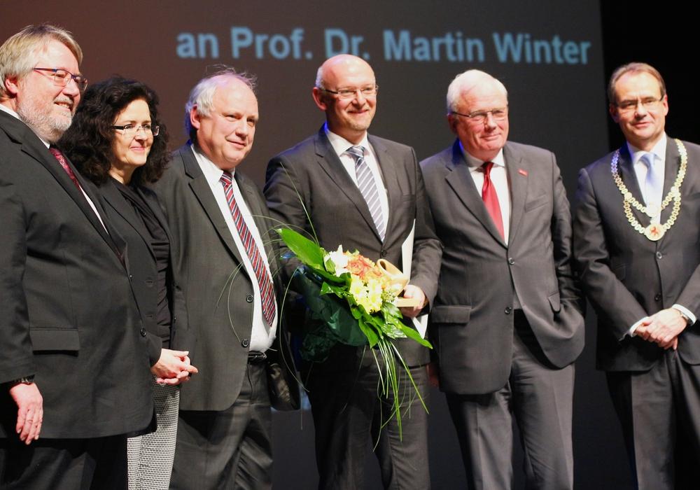 Dr.Ing.Herbert Zeisel, Dr. Gabriele Heinen-Kljajic, Prof.Dr. Joachim Block, Prof.Dr.Martin Winter, Prof.Dr. Jürgen Hesselbach, Oberbürgermeister Ulrich Markurth. Foto: Siegfried Nickel