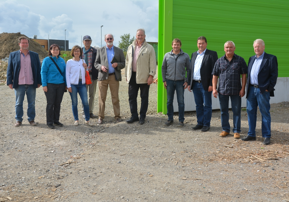 MdL Frank Oesterhelweg und MdB Uwe Lagosky mit Begleitung aus dem CDU Gemeindeverband im Recycling-Park Cremlingen. Foto: Privat
