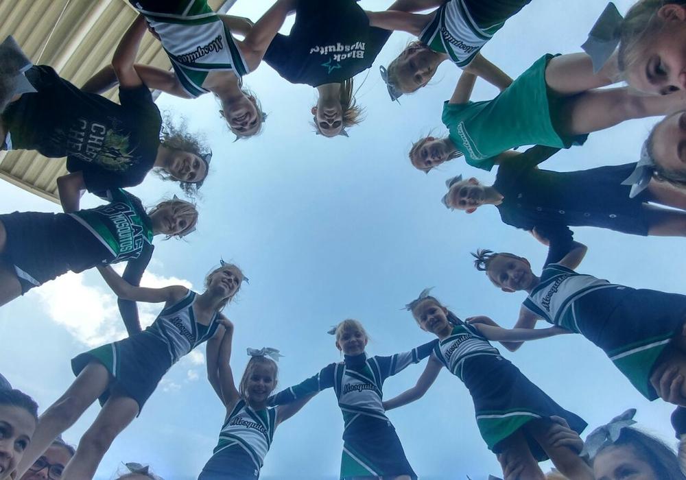 Die Cheerleaderinnen wollen mit ihren Künsten den Besuchern den Tag unterhaltsam gestalten. Foto: MTV Salzgitter