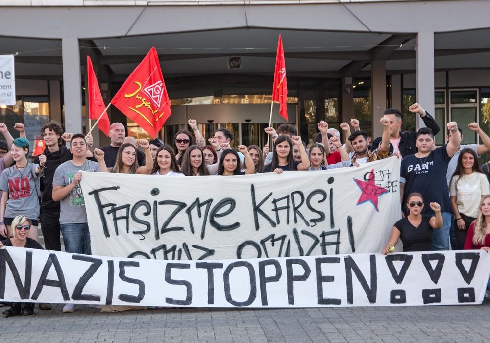 Das Jugendbündis hat am Dienstag eine Kundgebung abgehalten. Foto: Karliczek
