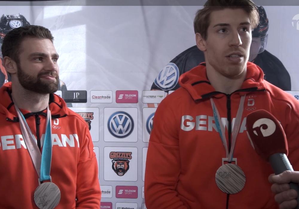 Gerrit Fauser und Björn Krupp standen in der heimischen Eis Arena Rede und Antwort. Foto: Jens Bartels
