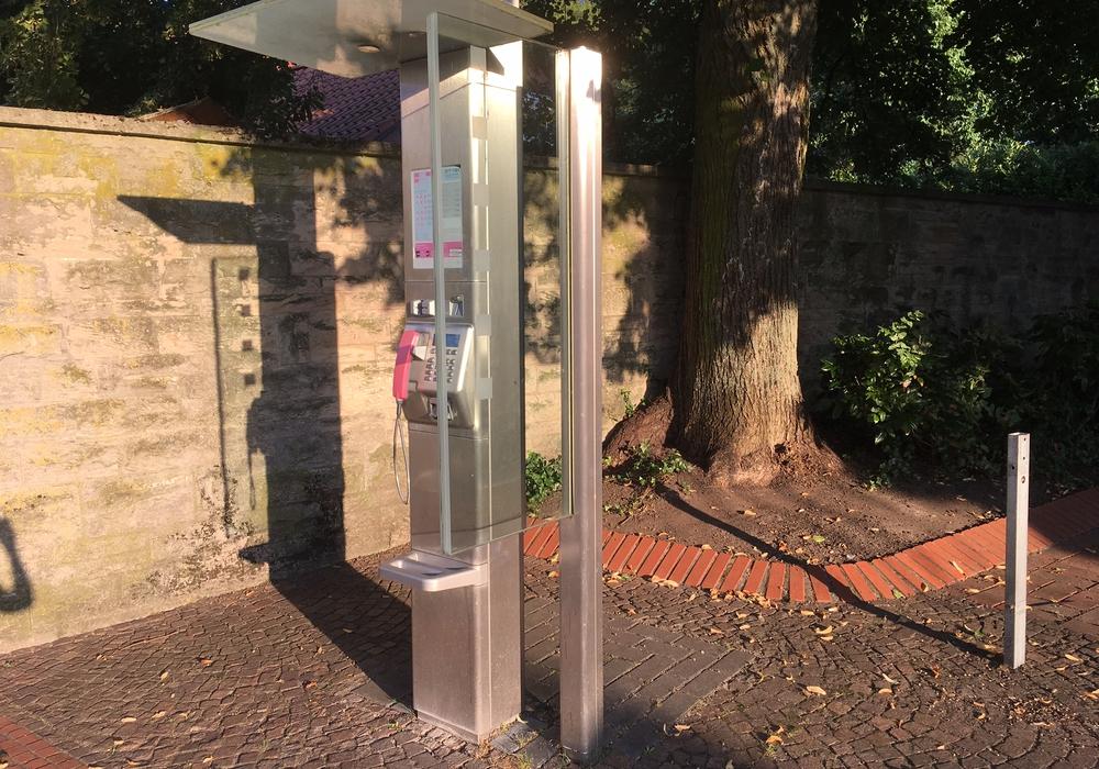 Der Ortsrat Sülfeld/Fallersleben möchte, dass die Telefonzellen bleiben. Foto: Eva Sorembik