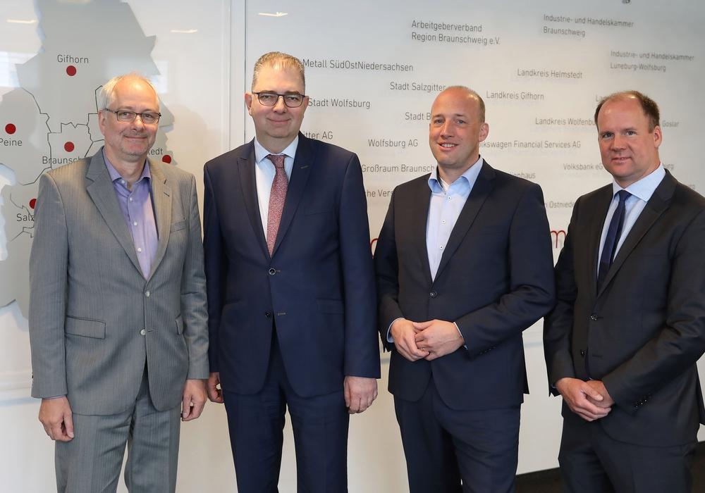Dr. Frank Woesthoff, Andreas Kirschenmann, Claas Schmedtje und Gordon Firl wurden als neue Mitglieder im Aufsichtsrat begrüßt (v. li.). Fotos: Allianz für die Region GmbH/Matthias Leitzke