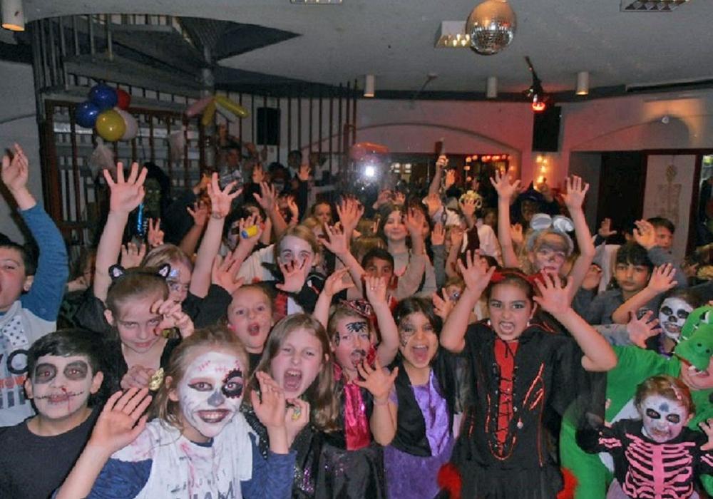 Bei der Halloween-Party konnten sich die über 200 Kindermonster so richtig austoben. Foto: Stadt Peine