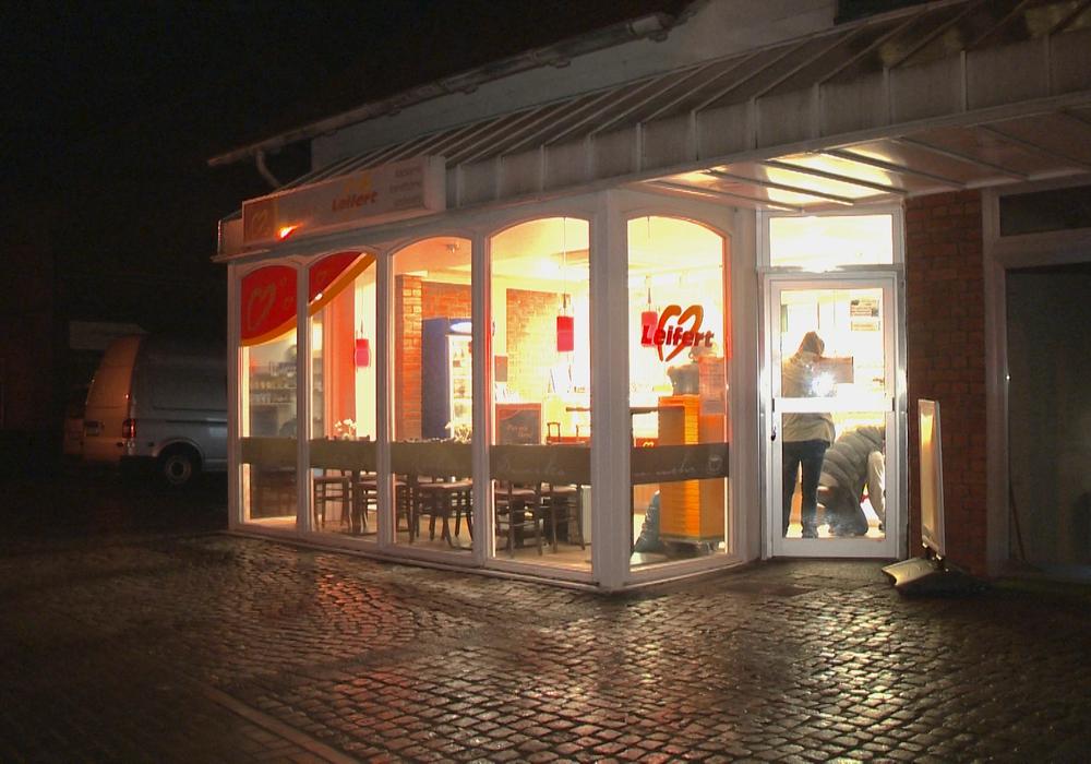 Am Montagabend soll es zu einem Überfall auf diese Bäckerei-Filiale in Gamsen gekommen sein. Foto: aktuell24(BM)