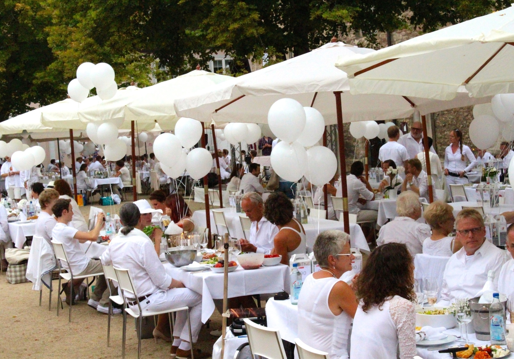 Dinner in Weiß, Foto: Sina Rühland