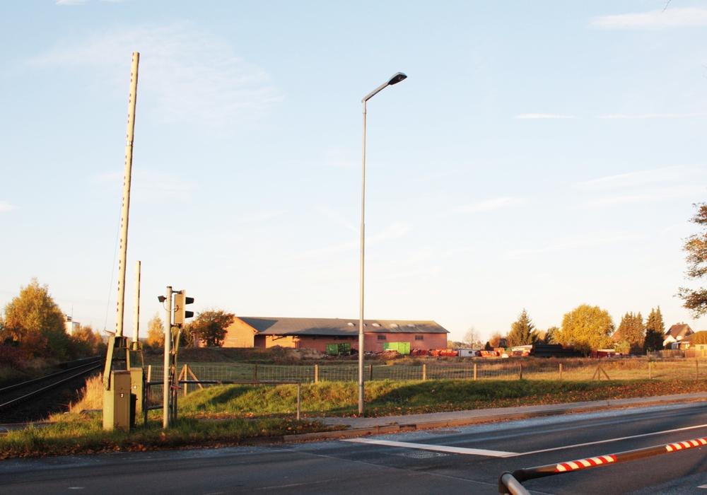 Hier an der Bahnanlage in Wendessen könnten sowohl der Bahn-Haltepunkt als auch ein Park & Ride-Parkplatz entstehen. Foto: Werner Heise/Archiv