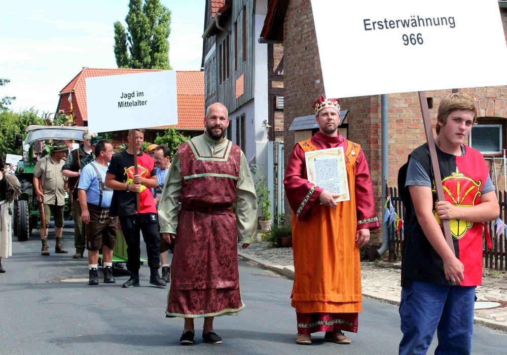 """Festumzug  """"1050 Jahre Veltheim"""". Foto: Privat"""