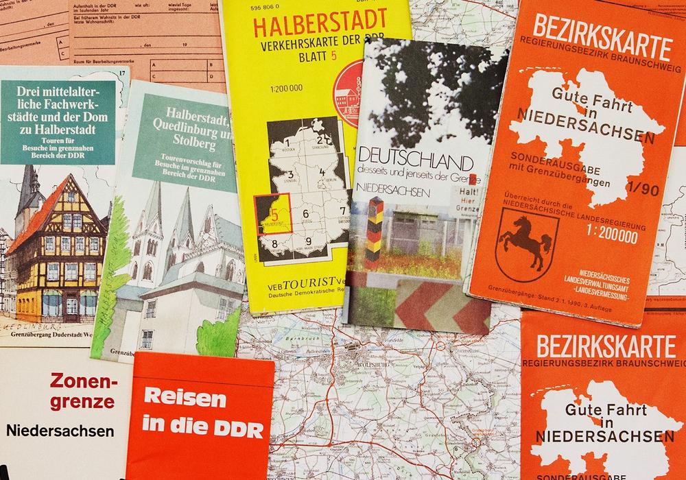 Info-Material für Reisen über die Grenze. Foto: Stadtmuseum/Meike Netzbandt