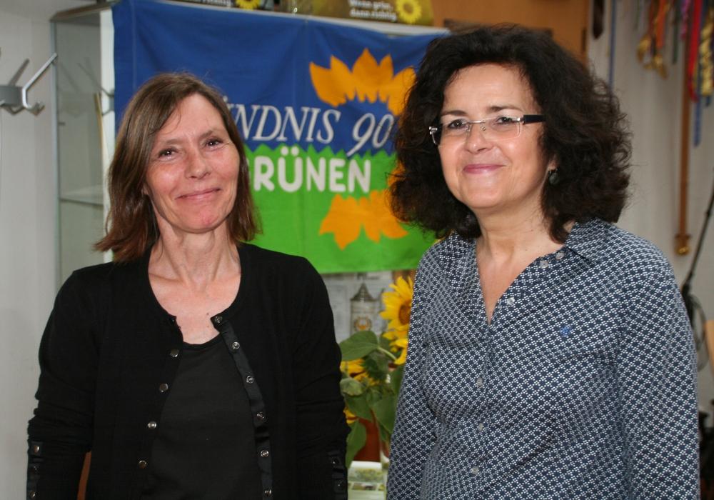 Ulrike Siemens links mit Gabriele Heinen-Kljajić MdL Bündnis 90/Die GRÜNEN (Ministerin für Wissenschaft und Kultur) beim Sommerfest der Grünen. Foto: Grüne