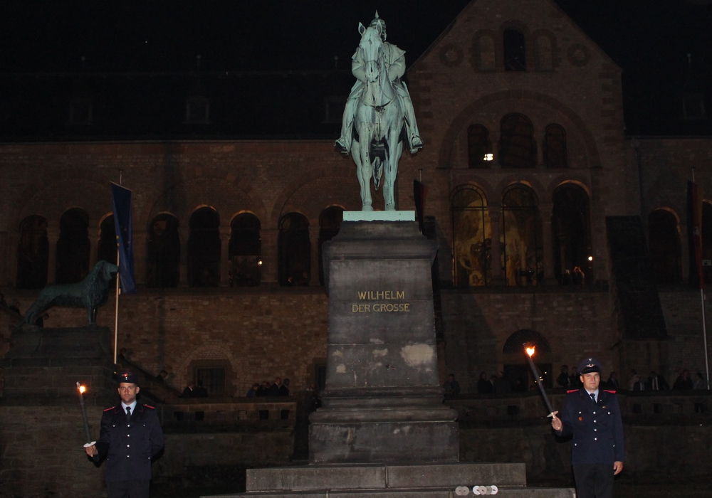 Hoher Besuch in der Kaiserpfalz erforderte auch ein hohes Sicherheitsaufkommen. Foto: Nick Wenkel