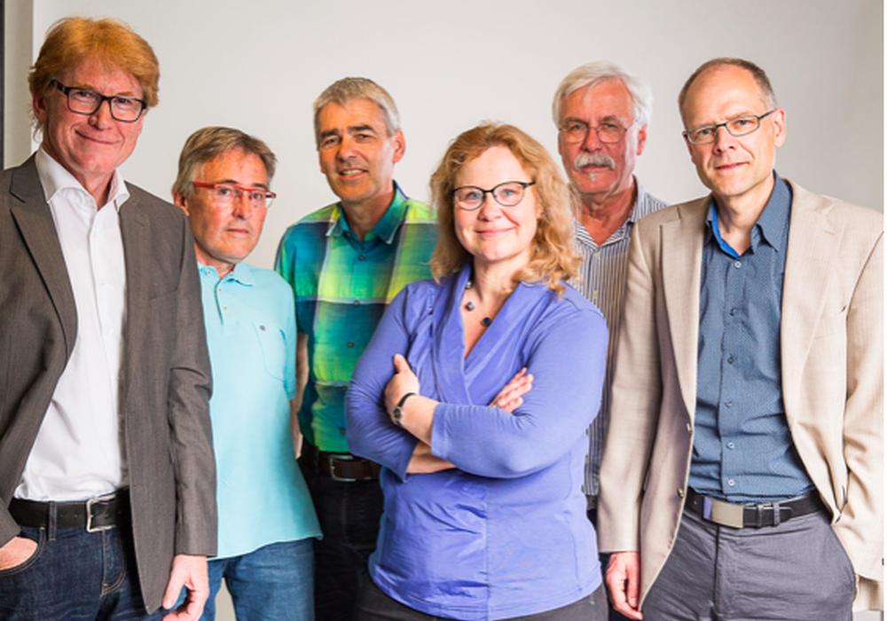 Dr. Rainer Mühlnickel (Querum), Bernd Sternkiker (Waggum), Volker Schmidt (Querum), Helke Mühlnickel (Querum), Gerhard Masurek (Waggum), Fritz Rössig (Riddagshausen) (von links) stellen sich als Kandidaten der Fraktion Bündnis 90/Die Grünen im Bezirksrat 112 vor. Foto: Privat