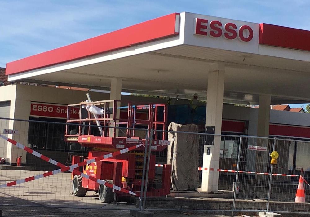 Derzeit ist die Esso-Tankstelle am Neuen Weg gesperrt. Foto: Janosch Lübke