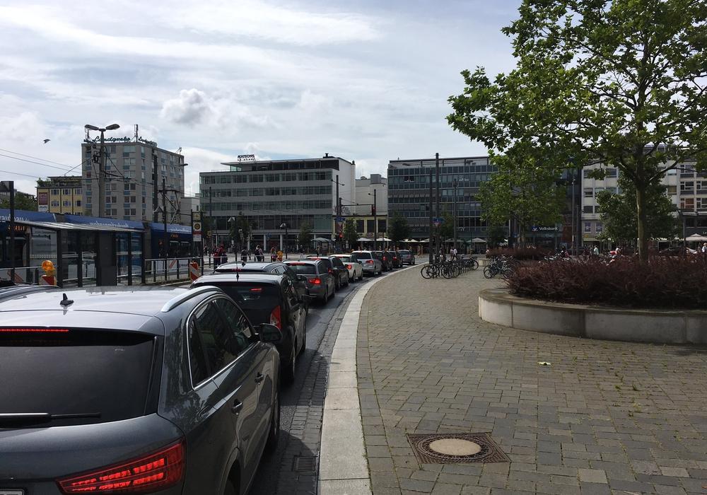 In der Georg-Eckert-Straße ist derzeit Geduld gefragt. Fotos: Jan Weber