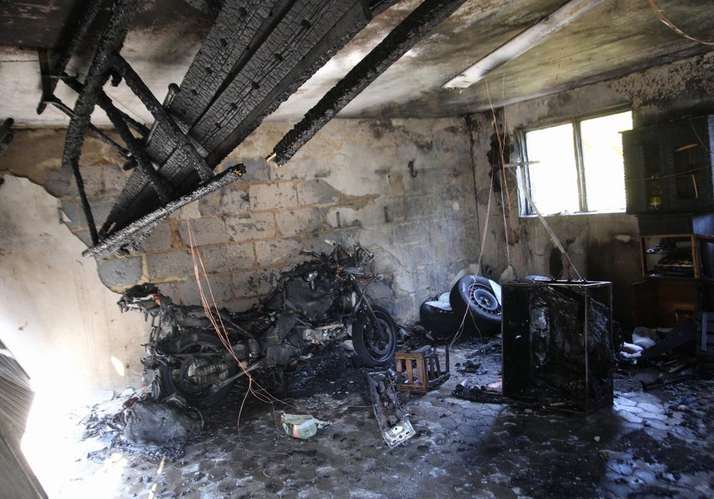 In Gebhardshagen brannte ein Motorrad. Fotos: Sandra Zecchino/Karliczek