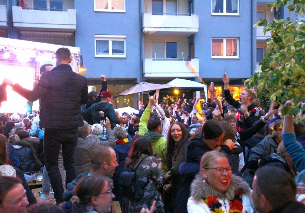 In Salzgitter wurde der Sieg der Deutschen Nationalmannschaft gefeiert. Fotos: Karliczek