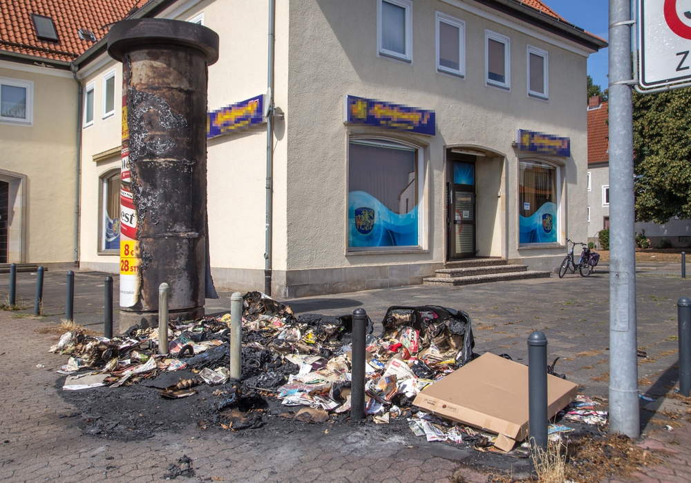 """Zum wiederholten Male sind """"Am Schölkegraben"""" die Papiercontainer vollständig abgebrannt. Foto: Rudolf Karliczek"""