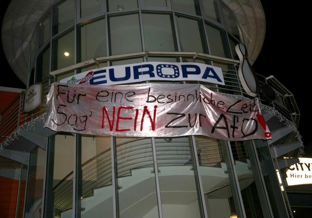 An verschiedenen Orten sind in der vergangenen Nacht Banner aufgetaucht. Fotos: Rudolf Karliczek