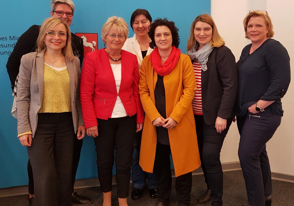 Niedersächsische ASF im Gespräch mit der Ministerin für Soziales, Gesundheit und Gleichstellung Frau Dr. Carola Reimann. Foto: ASF Niedersachsen