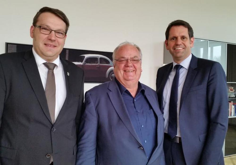 von links nach rechts: Gemeindedirektor Gero Janze, Landtagsabgeordneter Uwe Strümpel und Verkehrsminister Olaf Lies. Foto: Samtgemeinde Grasleben