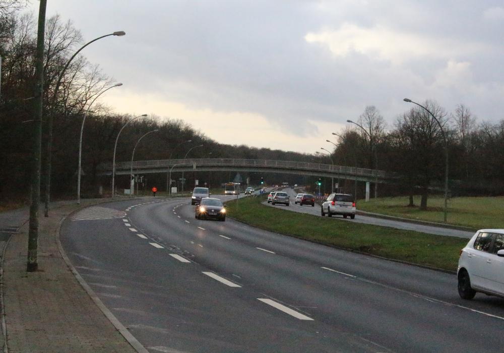 Die Brücke zwischen Detmerode und Westhagen soll nach Wunsch des Bauausschusses bald wieder stehen. Foto: Bernd Dukiewitz