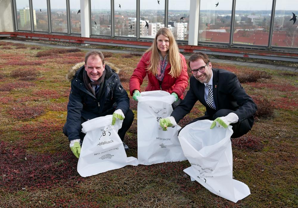 Dietrich Leptien (SRB), Sylvia Schulze (SRB), Michael Tacke (Baudezernent). Foto: Alexander Panknin