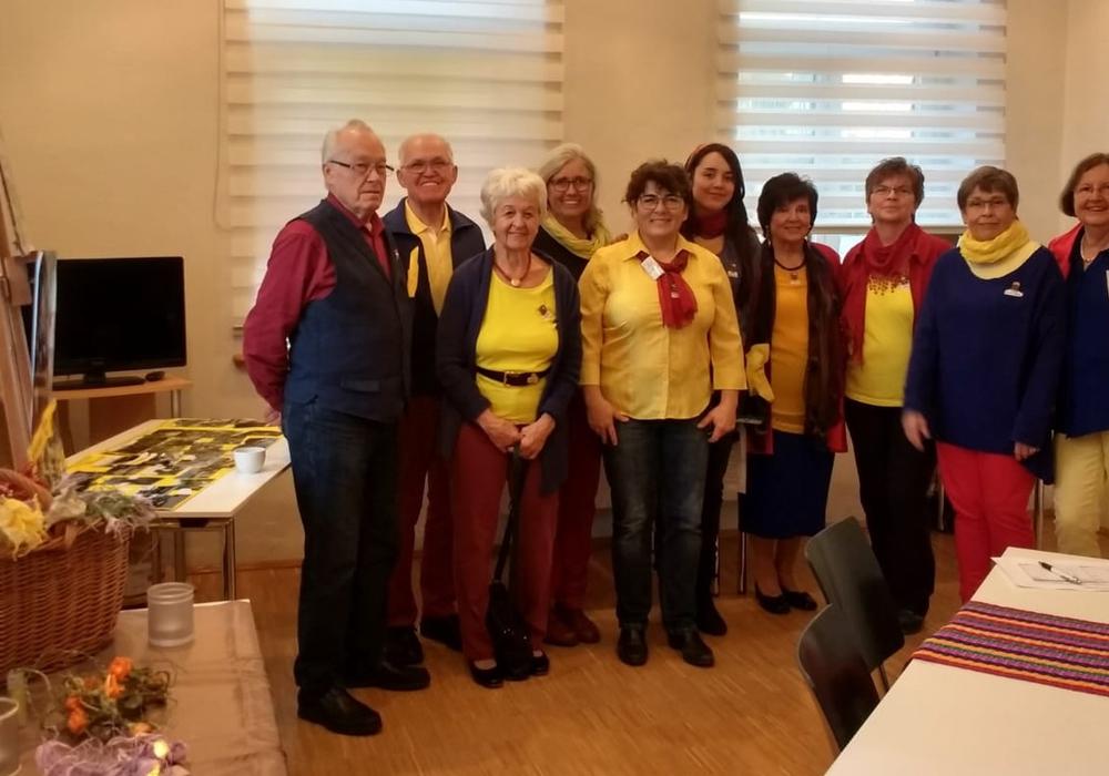 Die Vereinsmitglieder hatten sich in den kolumbianischen Landesfarben gekleidet. Foto: Kulturring Leiferde e.V.