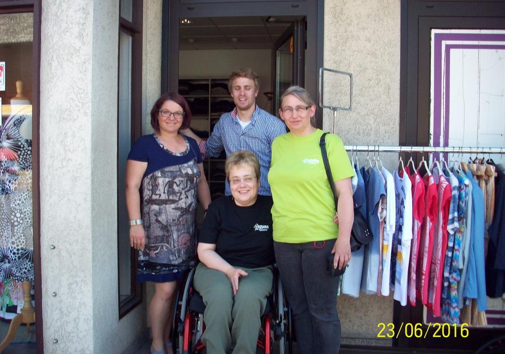 (von links) Claudia Homburg, Dominik Werner (Sanitätshaus Werner & Habermalz), Sylvia Ahrens und in der Mitte Bettina Brandes . Foto: Peter König